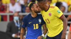 Neymar y Yerry Mina, en el partido entre Colombia vs Brasil